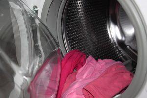 El lavado de la ropa con agua fría